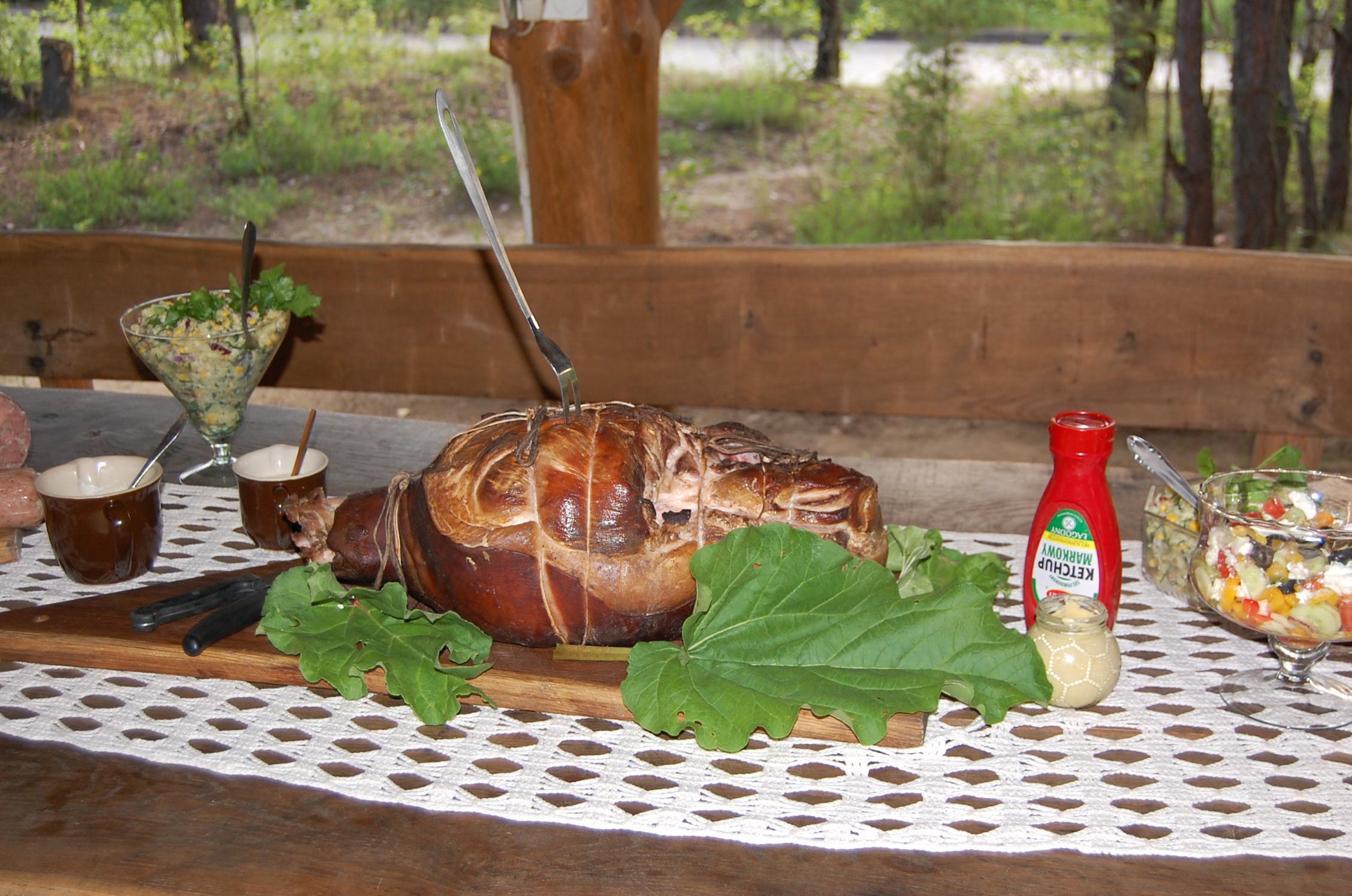 Lokalne wyroby serwowane na zamówienie podczas Grilla - imprezy integracyjne w  Pensjonacie agroturystycznym Grynwald