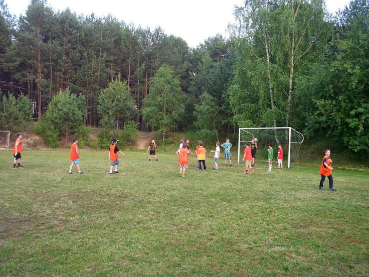 W ośrodku noclegowym Grynwald jest duże boisko do piłki nożnej