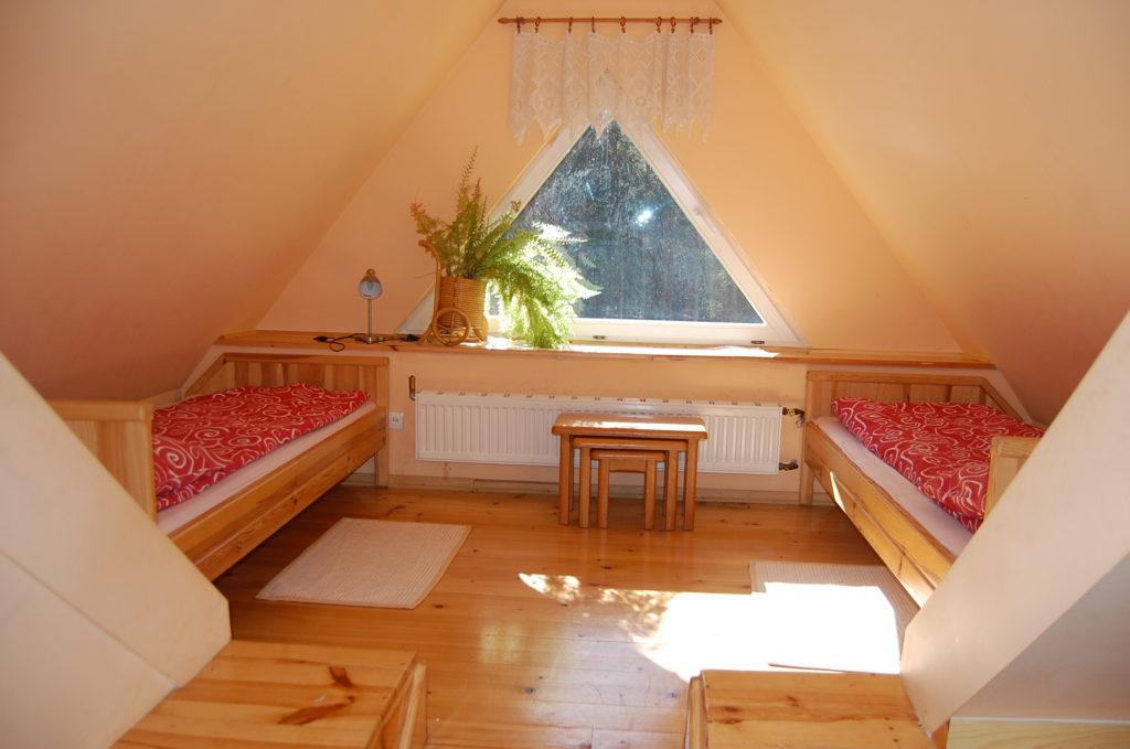 noclegi w agroturystyce, pokój na poddaszu pod trójkątem w Grynwald